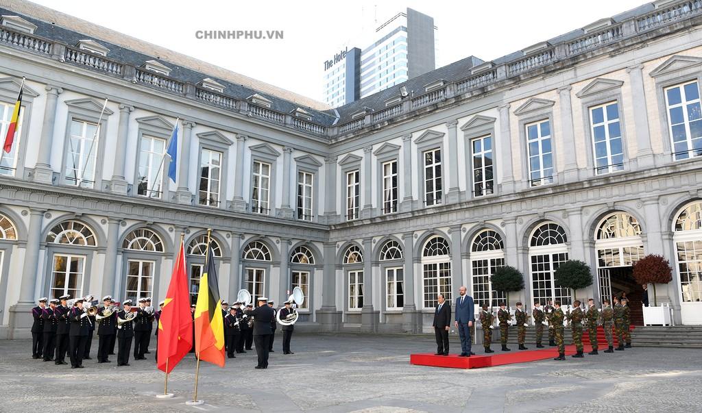 Thủ tướng Bỉ chủ trì lễ đón Thủ tướng Nguyễn Xuân Phúc - ảnh 1