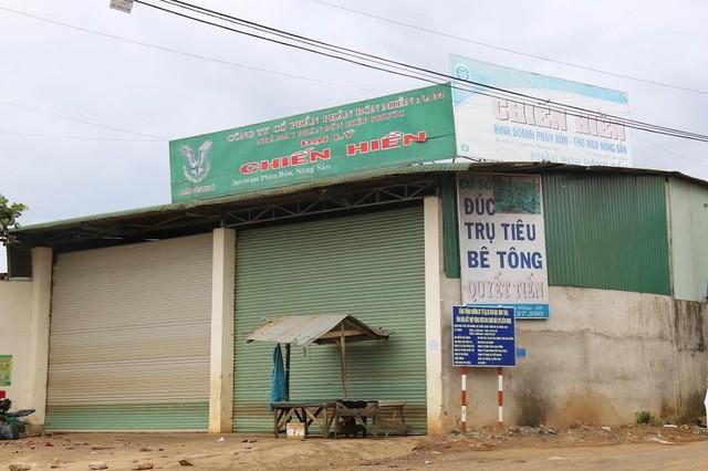 Kho hàng của công ty Quyết Chiến đóng cửa khiến nhiều hộ dân hoang mang