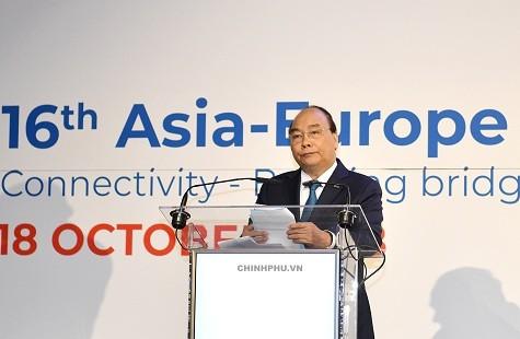 Thủ tướng Nguyễn Xuân Phúc là lãnh đạo đầu tiên phát biểu chính tại Diễn đàn - Ảnh: VGP