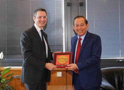 Phó Thủ tướng Trương Hòa Bình và Phó Chủ tịch Thường trực, thành viên Ban Điều hành Hội đồng Tư pháp quốc gia Italy, Thẩm phán Sebastiano Ardita. Ảnh: VGP