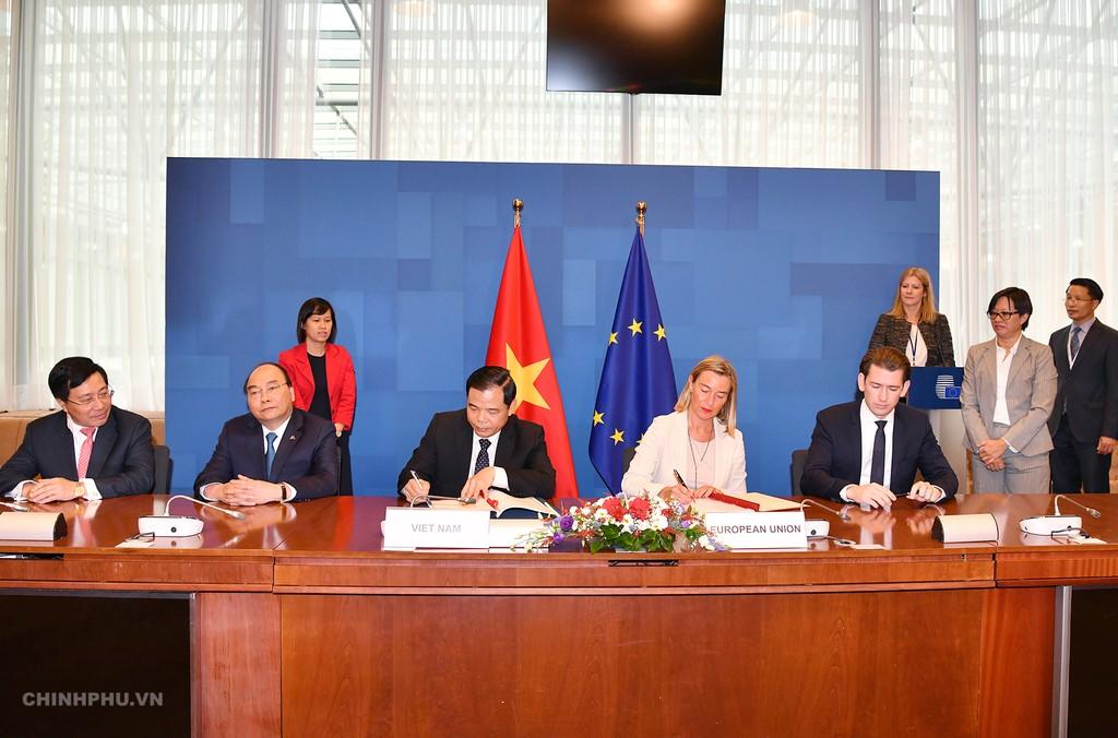 Lễ ký kết Hiệp định. Ảnh: VGP
