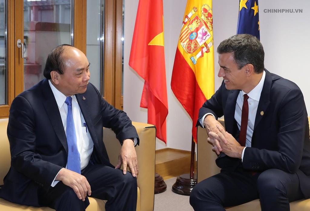 Thủ tướng tiếp xúc song phương nhiều lãnh đạo thế giới bên lề ASEM - ảnh 2