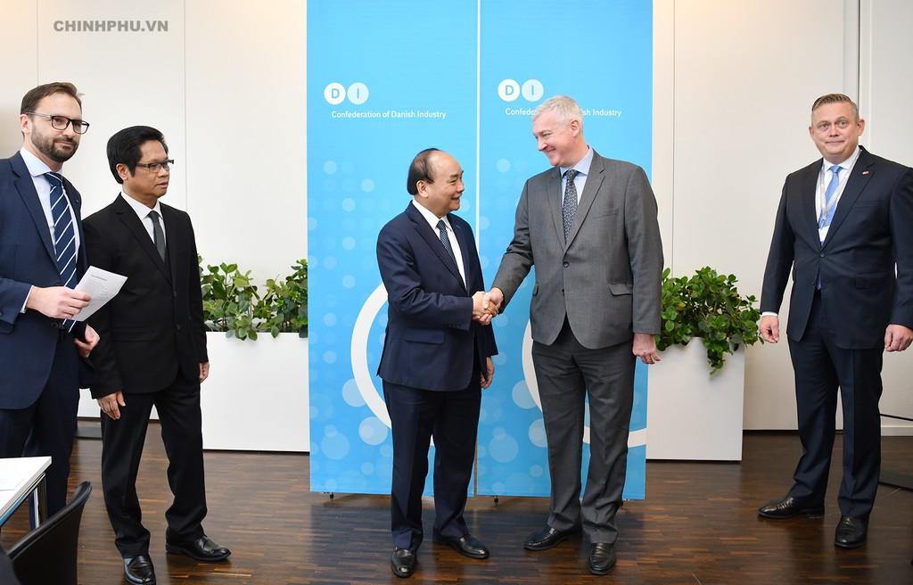 Thủ tướng cùng các đại biểu dự buổi tọa đàm. - Ảnh: VGP