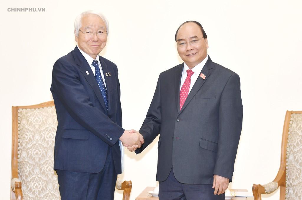 Thủ tướng Nguyễn Xuân Phúc và Thống đốc tỉnh Hyogo Toshizo Ido. Ảnh: VGP