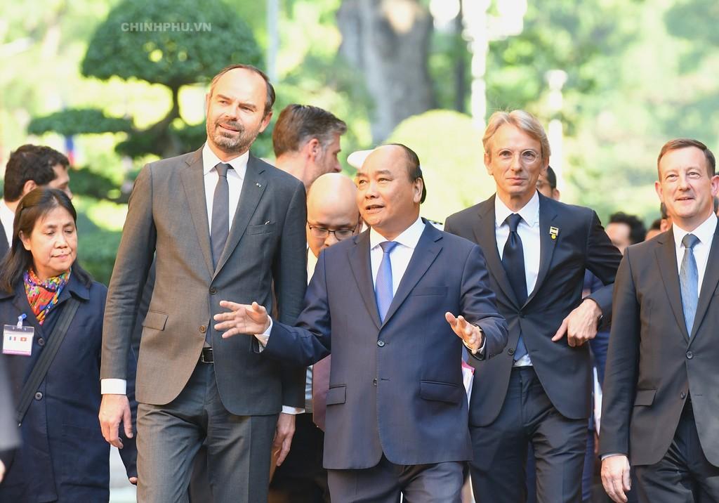 Chùm ảnh: Thủ tướng Nguyễn Xuân Phúc đón, hội đàm với Thủ tướng Cộng hòa Pháp - ảnh 1