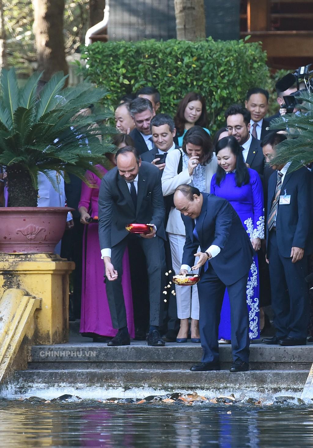 Chùm ảnh: Thủ tướng Nguyễn Xuân Phúc đón, hội đàm với Thủ tướng Cộng hòa Pháp - ảnh 2