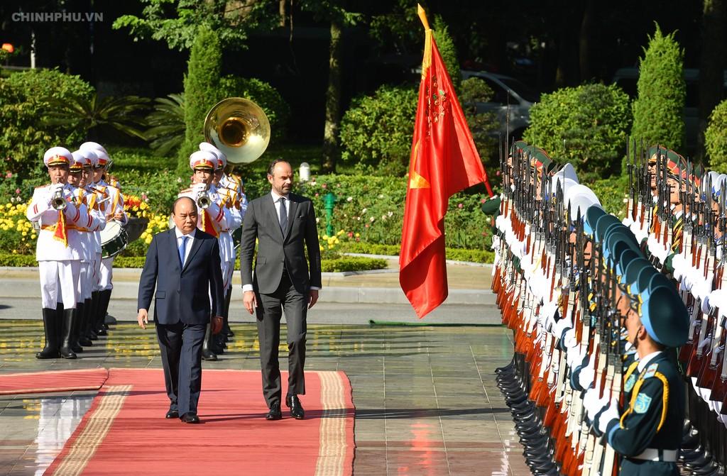Chùm ảnh: Thủ tướng Nguyễn Xuân Phúc đón, hội đàm với Thủ tướng Cộng hòa Pháp - ảnh 3