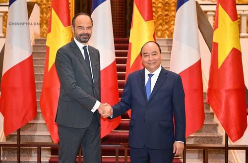 Chùm ảnh: Thủ tướng Nguyễn Xuân Phúc đón, hội đàm với Thủ tướng Cộng hòa Pháp - ảnh 4