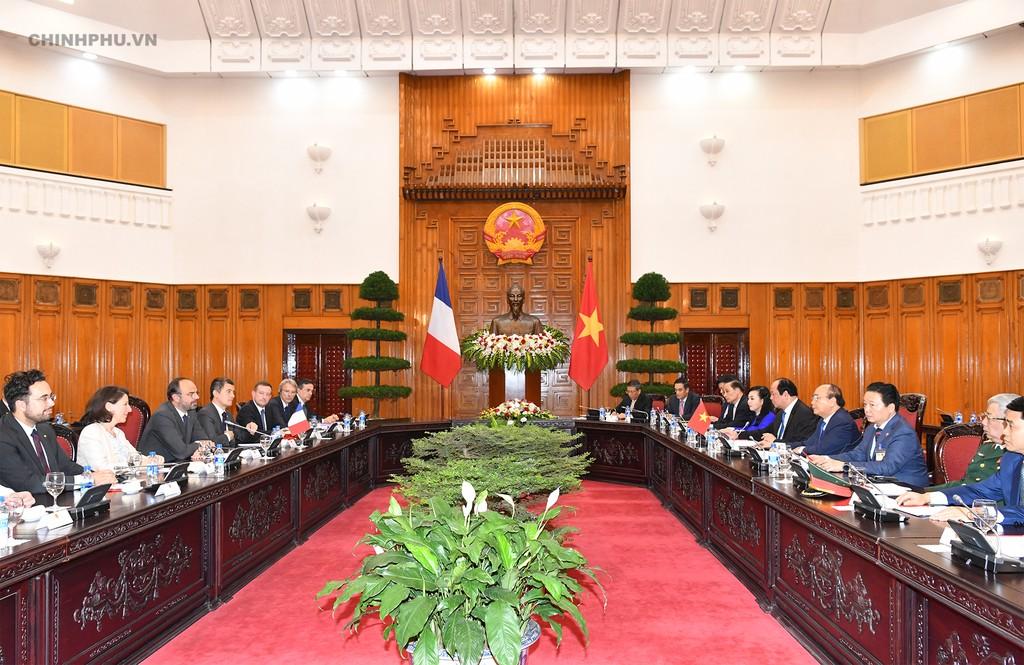 Chùm ảnh: Thủ tướng Nguyễn Xuân Phúc đón, hội đàm với Thủ tướng Cộng hòa Pháp - ảnh 7
