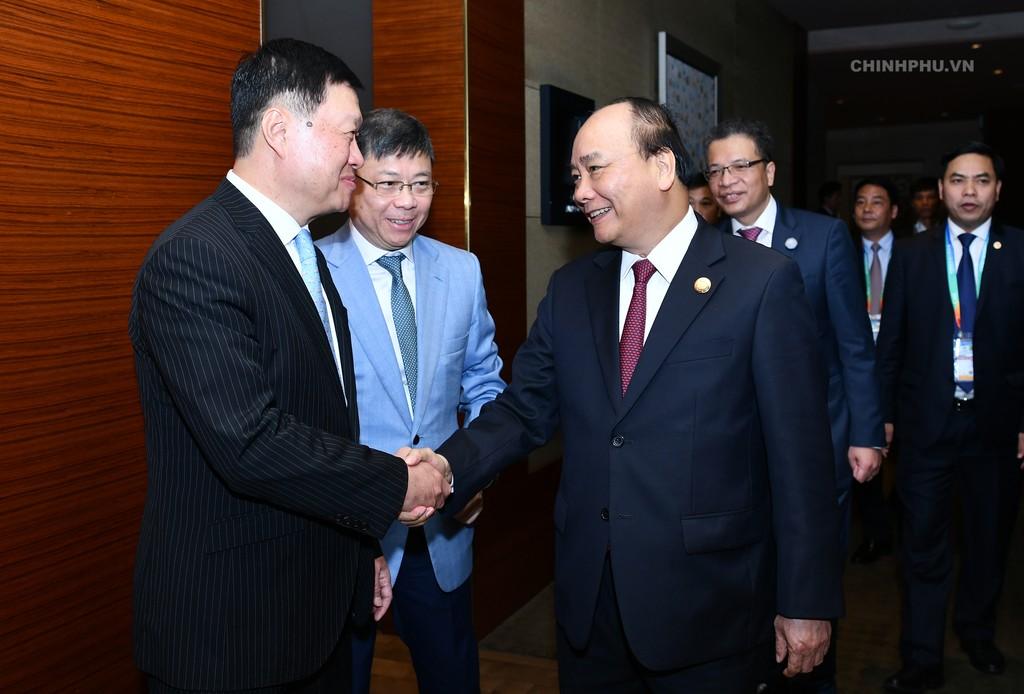 Thủ tướng Nguyễn Xuân Phúc và Phó Chủ tịch, Tổng giám đốc Tập đoàn Tài chính Bình An Tống Thành Lập. Ảnh: VGP
