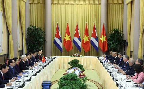 Tổng Bí thư, Chủ tịch nước Nguyễn Phú Trọng hội đàm với Chủ tịch HĐNN, HĐBT Cuba - ảnh 2