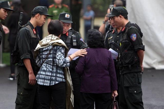 """Đang xét xử cựu Trung Tướng Phan Văn Vĩnh và vụ án """"đánh bạc nghìn tỷ"""" - ảnh 13"""