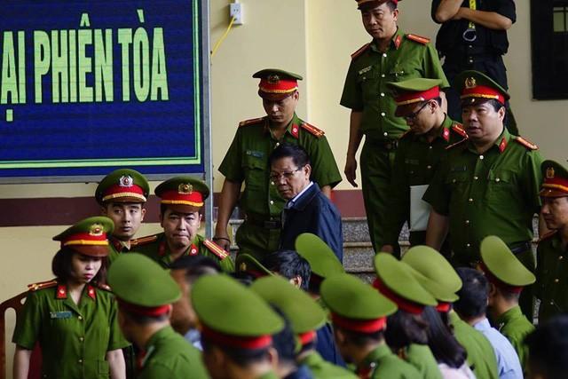 """Đang xét xử cựu Trung Tướng Phan Văn Vĩnh và vụ án """"đánh bạc nghìn tỷ"""" - ảnh 5"""