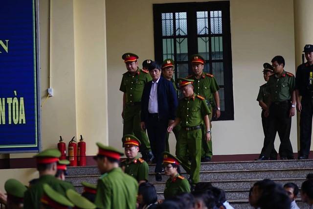 """Đang xét xử cựu Trung Tướng Phan Văn Vĩnh và vụ án """"đánh bạc nghìn tỷ"""" - ảnh 6"""