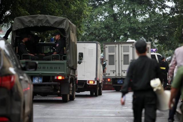 """Đang xét xử cựu Trung Tướng Phan Văn Vĩnh và vụ án """"đánh bạc nghìn tỷ"""" - ảnh 7"""