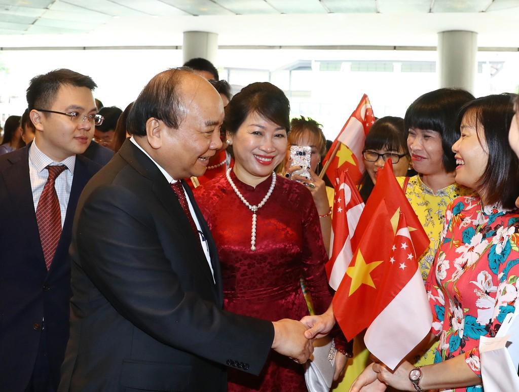Thủ tướng đến Singapore, bắt đầu chuyến tham dự HNCC ASEAN 33 - ảnh 1