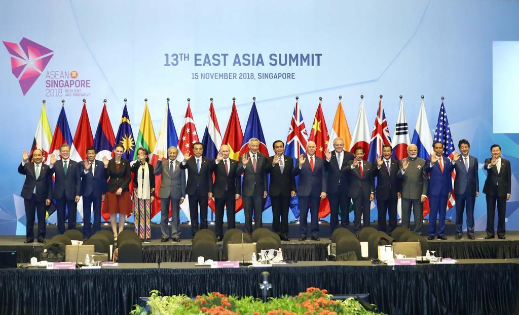 Các nhà lãnh đạo dự Hội nghị Cấp cao Đông Á lần thứ 13. Ảnh: VGP