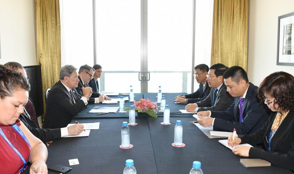 Phó Thủ tướng, Bộ trưởng Ngoại giao Phạm Bình Minh gặp Bộ trưởng Ngoại giao New Zealand Winston Raymond Peters.