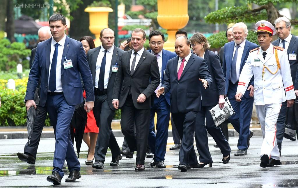 Chùm ảnh: Thủ tướng Nguyễn Xuân Phúc đón Thủ tướng Nga - ảnh 1