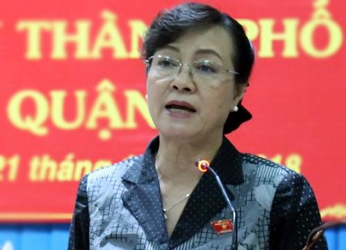 Thành ủy TP HCM họp cả ngày chủ nhật kiểm điểm ông Tất Thành Cang - ảnh 1