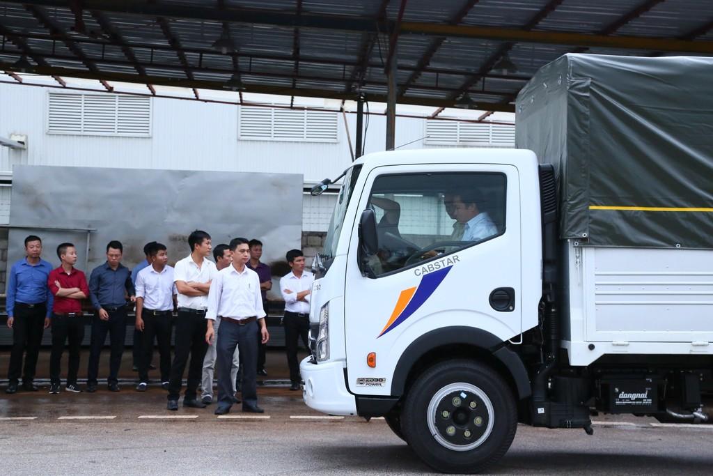 Vinamotor giới thiệu xe tải nhẹ Cabstar và xe khách 47 chỗ Universe Noble HN47S tới người tiêu dùng Hà Nội - ảnh 2