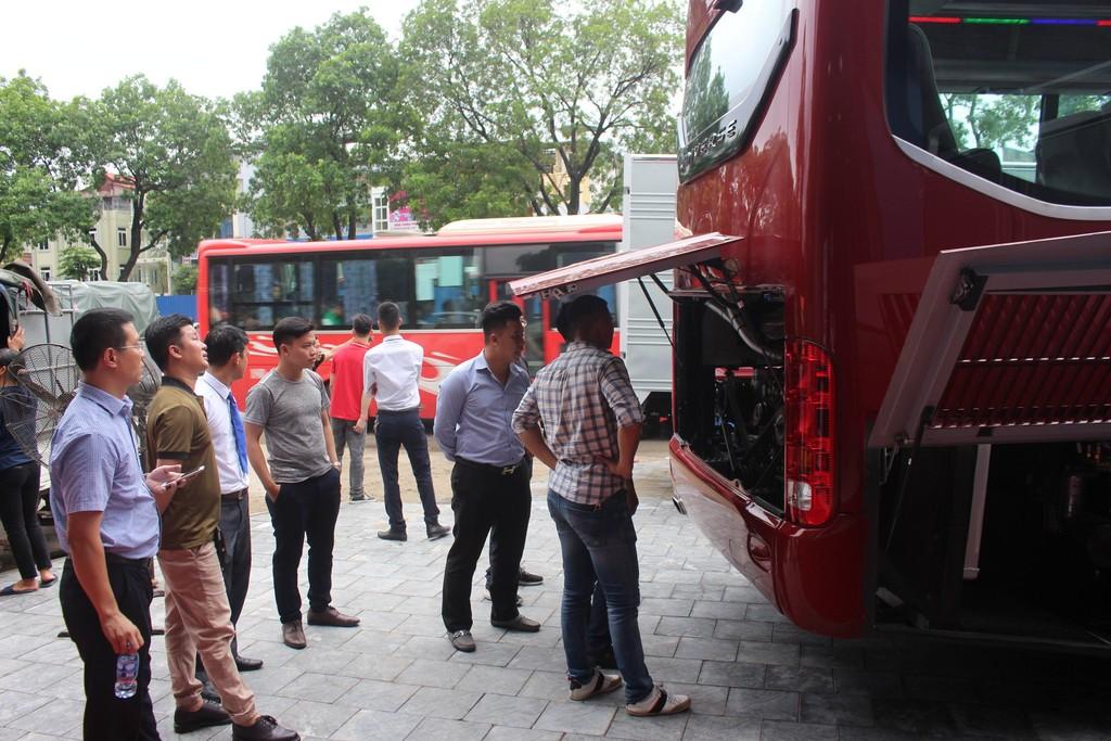 Vinamotor giới thiệu xe tải nhẹ Cabstar và xe khách 47 chỗ Universe Noble HN47S tới người tiêu dùng Hà Nội - ảnh 5