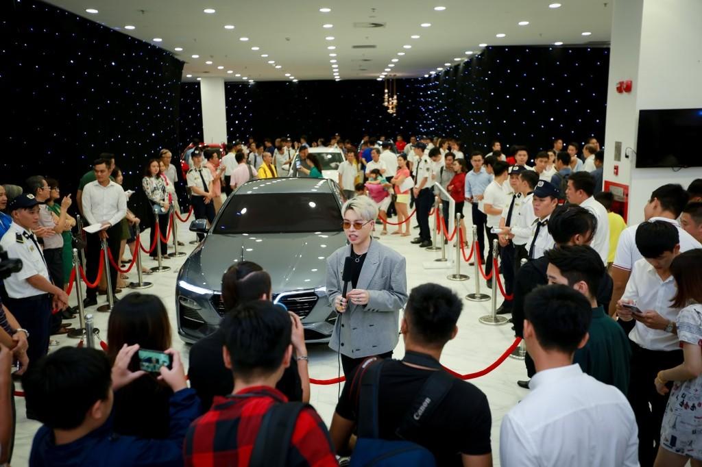Khách Sài Gòn quyết mua xe máy điện thông minh VinFast chỉ sau… 5 phút bàn bạc - ảnh 8