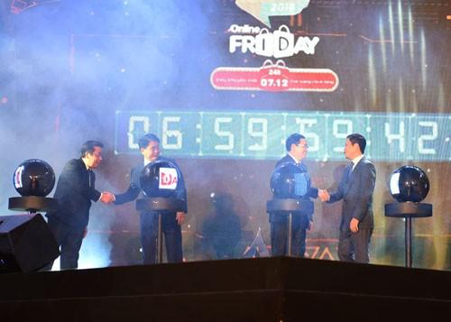 Phó Thủ tướng Vương Đình Huệ nhấn nút khai mạc Online Friday. Ảnh: VGP