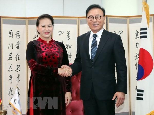 Chủ tịch Quốc hội Nguyễn Thị Kim Ngân tiếp ông Park Soo Kwan, Tổng Lãnh sự danh dự Việt Nam tại khu vực Busan-Gyeongnam, Hàn Quốc. Ảnh: TTXVN