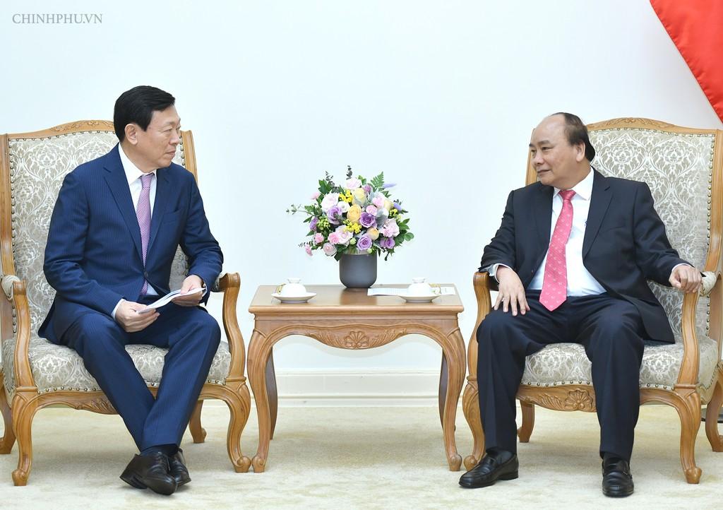 Thủ tướng Nguyễn Xuân Phúc tiếp ông Shin Dong Bin, Chủ tịch Tập đoàn Lotte (Hàn Quốc). Ảnh: VGP