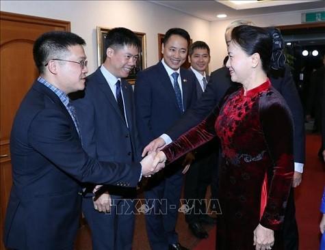 Chủ tịch Quốc hội thăm Đại sứ quán Việt Nam tại Hàn Quốc - ảnh 2