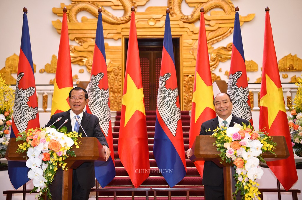 Chùm ảnh: Thủ tướng Nguyễn Xuân Phúc đón, hội đàm với Thủ tướng Campuchia - ảnh 12