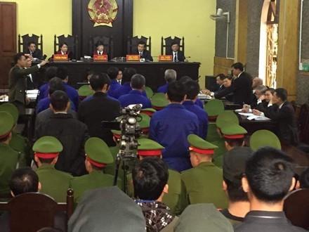 Bị cáo đi cấp cứu, hoãn phiên xử vụ thuỷ điện Sơn La - ảnh 1