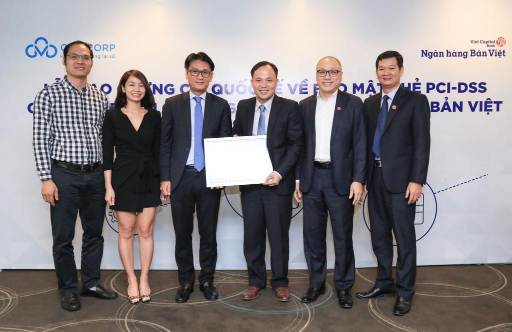 Lễ trao chứng chỉ quốc tế về bảo mật thẻ PCI DSS cho Ngân hàng Bản Việt.