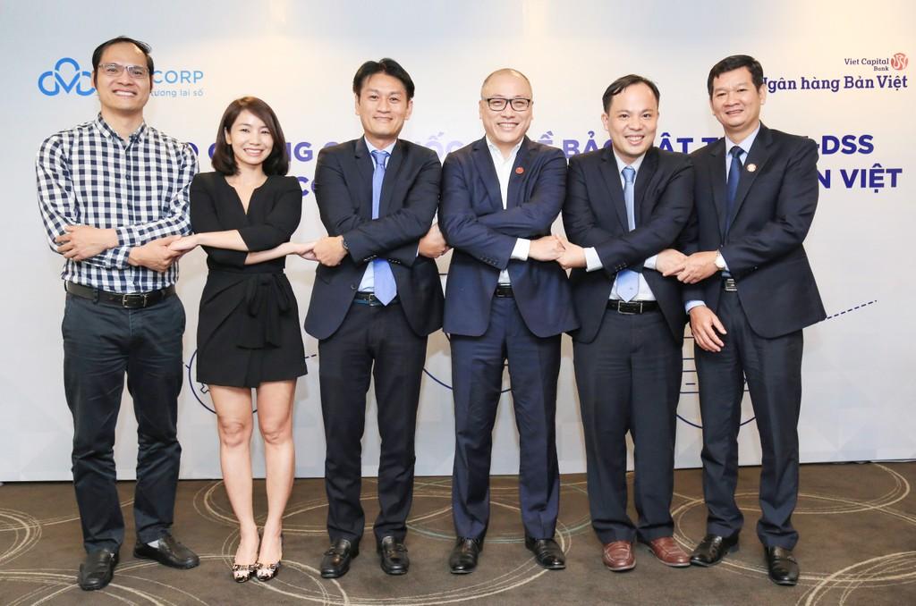 CMC trao chứng chỉ bảo mật dữ liệu thẻ quốc tế PCI DSS cho Ngân hàng Bản Việt  - ảnh 1