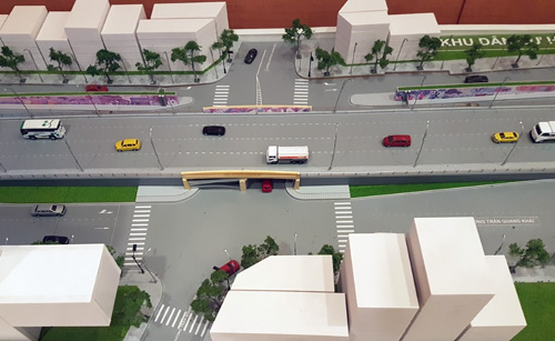 Mô hình hầm đường bộ qua đê sông Hồng đặt tại UBND TP Hà Nội.