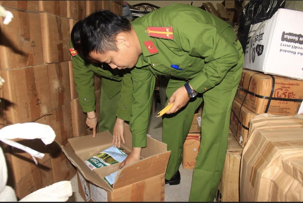 Lâm Đồng: Bắt 4 tấn thuốc bảo vệ thực vật hết hạn chuẩn bị tuồn ra thị trường - ảnh 1