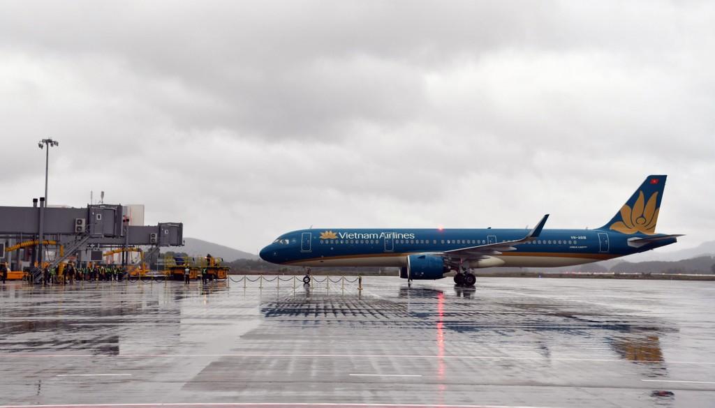 Thủ tướng đi chuyến bay đầu tiên xuống Vân Đồn - ảnh 5