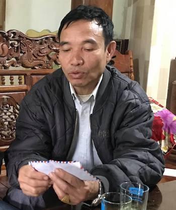 Ông Vi Văn Hùng kể lại diễn biến sự việc ngày 4/12. Ảnh: HB.