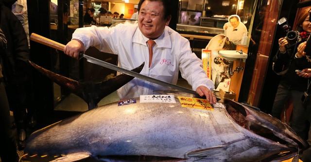 Kỷ lục cá ngừ Nhật Bản gần 300 kg giá 70 tỷ đồng - ảnh 1