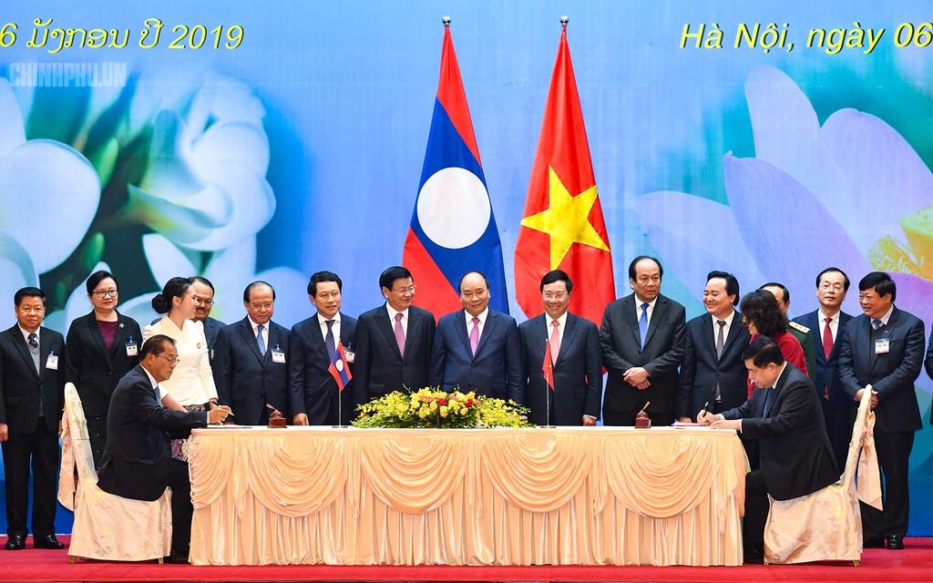 Thủ tướng Chính phủ Nguyễn Xuân Phúc và Thủ tướng Chính phủ nước CHDCND Lào Thongloun Sisoulith. Ảnh VGP