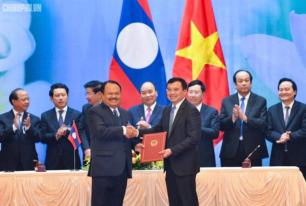 Hai Thủ tướng đồng chủ trì Kỳ họp 41 Ủy ban Liên Chính phủ Việt Nam - Lào - ảnh 10