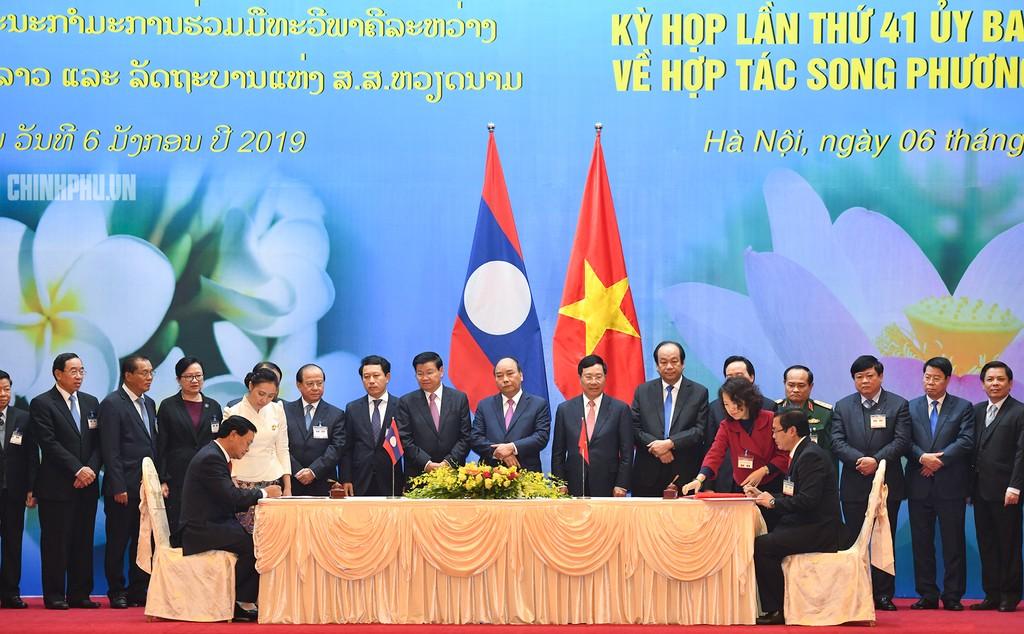 Hai Thủ tướng đồng chủ trì Kỳ họp 41 Ủy ban Liên Chính phủ Việt Nam - Lào - ảnh 6