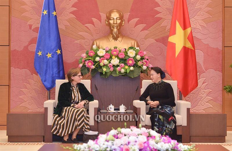 Chủ tịch Quốc hội Nguyễn Thị Kim Ngân và Phó Chủ tịch EP Heidi Hautala