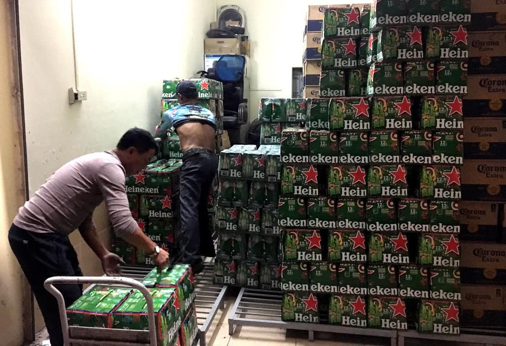 Phát hiện hàng nghìn ket bia, nước ngọt không rõ nguồn gốc (ảnh CTV)