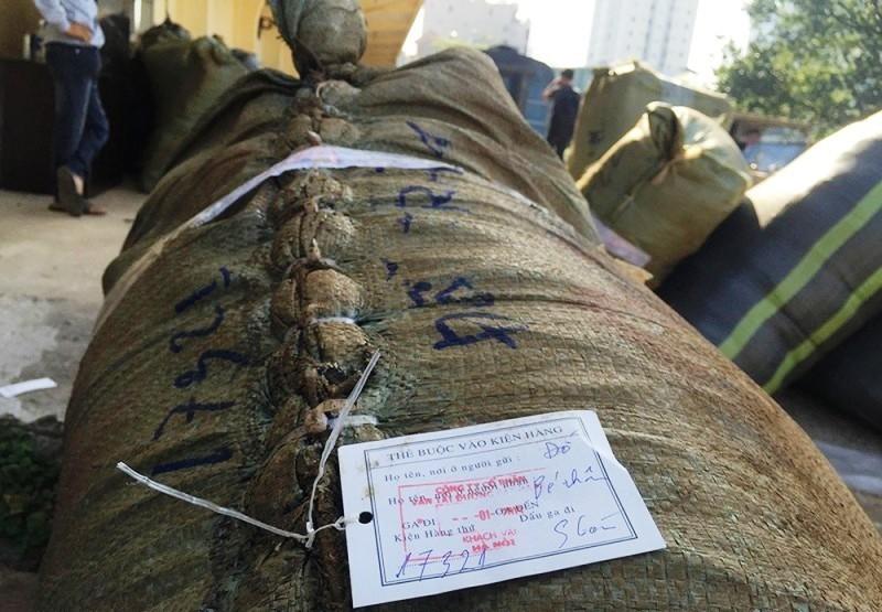 TPHCM bắt giữ 84 kiện quần áo, giày dép không rõ nguồn gốc - ảnh 1
