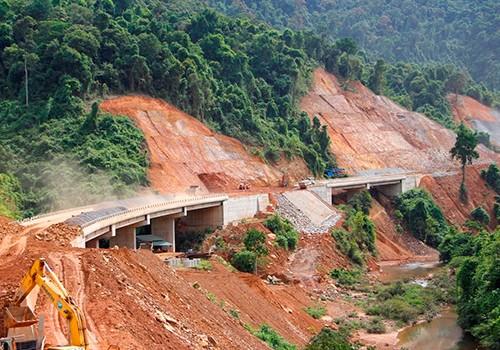 Cao tốc Cam Lộ - La Sơn sẽ kết nối cao tốc La Sơn - Túy Loan đang xây dựng.