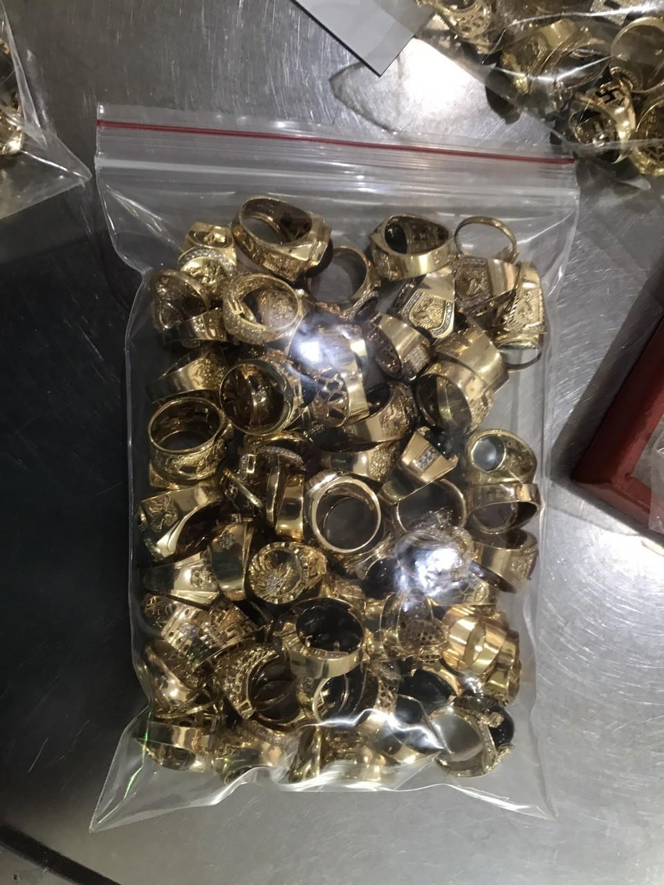 """Quảng Nam: Phát hiện 2 đối tượng bán số lượng vàng """"khủng"""" nghi bất hợp pháp - ảnh 1"""