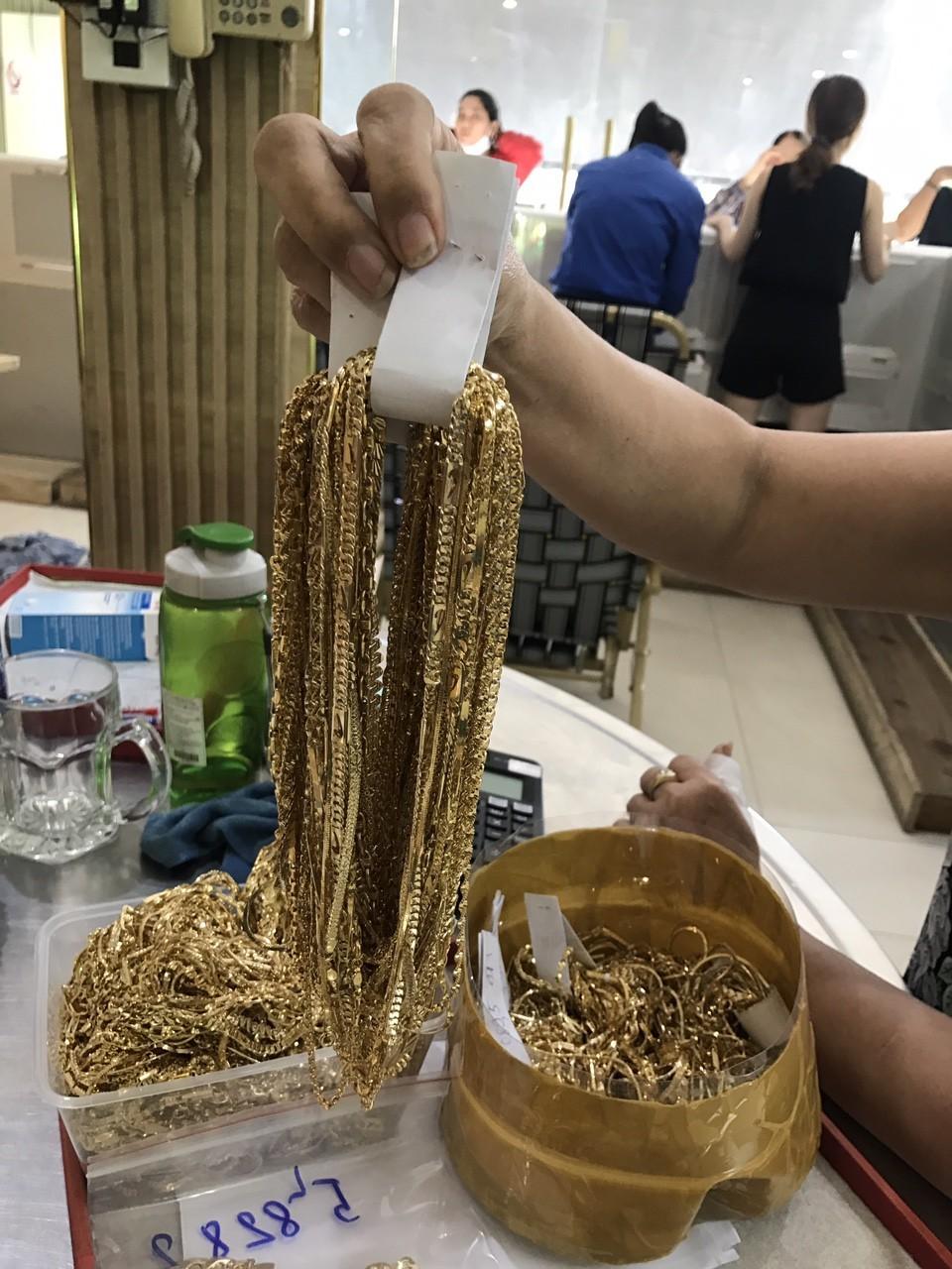 """Quảng Nam: Phát hiện 2 đối tượng bán số lượng vàng """"khủng"""" nghi bất hợp pháp - ảnh 2"""
