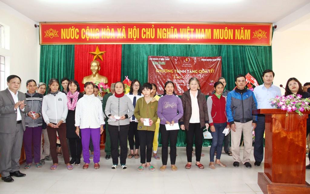Cục Quản lý đấu thầu, Báo Đấu thầu trao hàng trăm suất quà Tết cho các hộ nghèo huyện Văn Quan (Lạng Sơn) và huyện Nam Đàn (Nghệ An) - ảnh 3